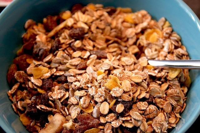 Why is oatmeal good for lowering cholesterol and moderating blood sugar?