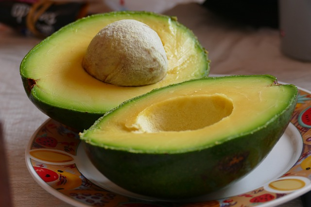 Can I eat avocado if I have high cholesterol?